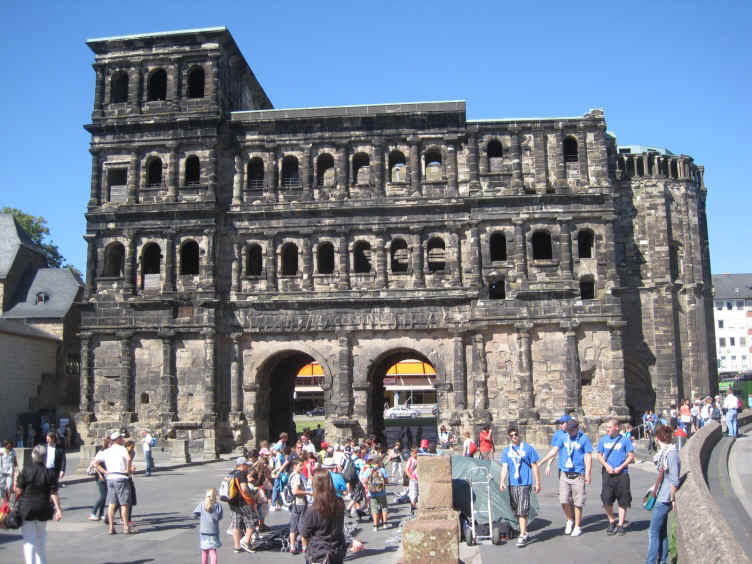Porta Nigra Constantine the Great_sm.jpg (226349 bytes)